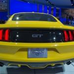 Ford Mustang 2015 atras