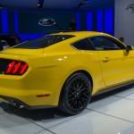 Ford Mustang 2015 angulo atras