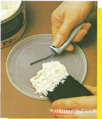 mezclar-base-y-catalizador-masilla